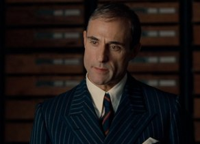 Mark Strong in una scena di The Imitation Game